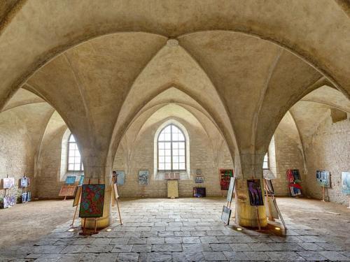 ...ukrývá nečekaně krásný interiér,